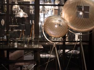 Snygga lampor i mattborstat stål