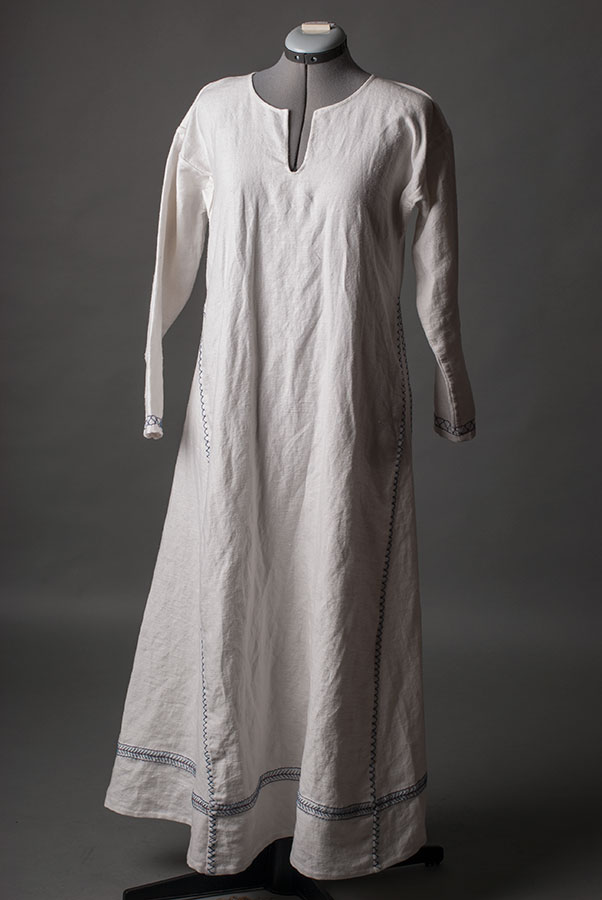 Viking_underdress_embroidery_1